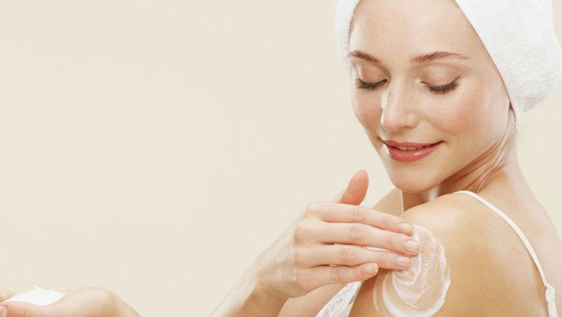 Cấp ẩm cho da ngay sau khi tắm xong là điều rất cần thiết